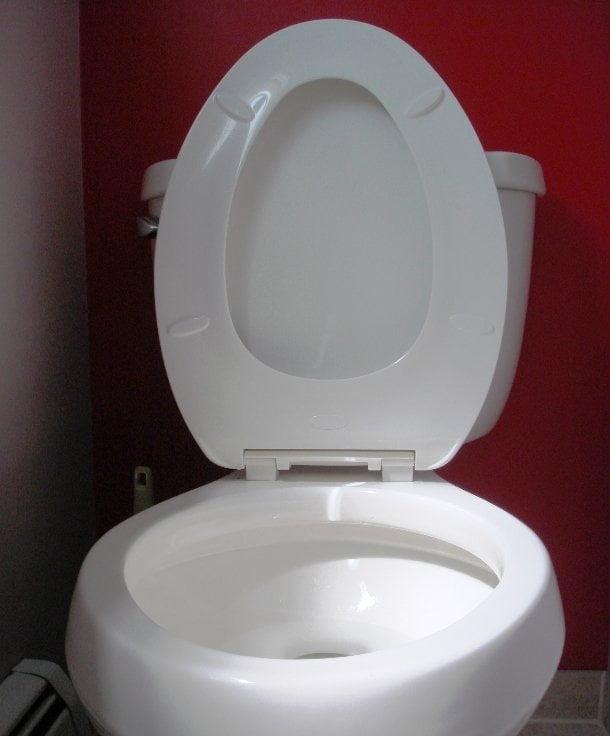 بیشترین کاسه توالت شکسته شده با سر در یک دقیقه