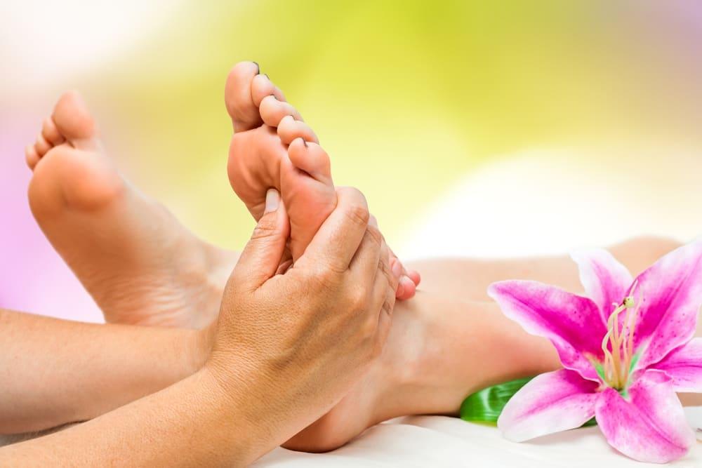 آشنایی با مهمترین فواید ماساژ پا برای سلامتی بدن و روان