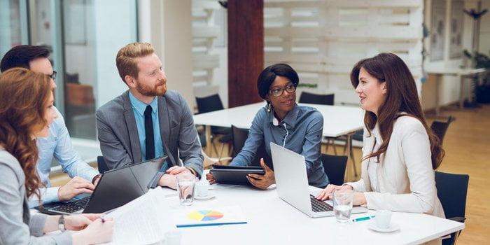 با چند تا از مهمترین تکنیک ارتباطی که برای موفقیت در محل کار لازم است آشنا شوید