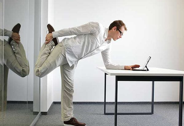 چند حرکت ورزشی مناسب برای پشت میز محل کار