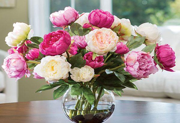 از گلهای تازه برای زیباسازی فضا استفاده کنید