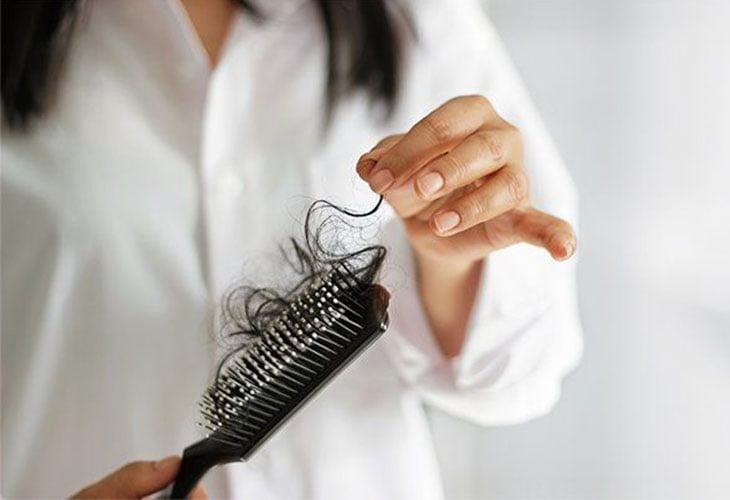 نحوه متوقف کردن ریزش مو با درمان های طبیعی