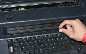 نحوه استفاده از ماشین تحریر الکترونیکی